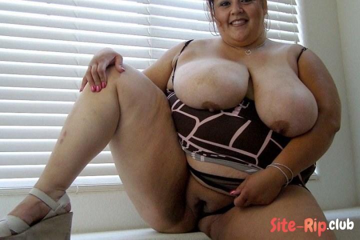 Hot girls sucking breasts milk