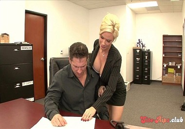Big Boobed Diamond Foxxx Shows Boss Where To Put Dick